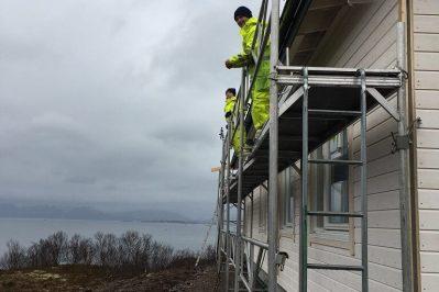 Arbeid med veggene til boligen for Joakim Antonsen & Lisa Hansen