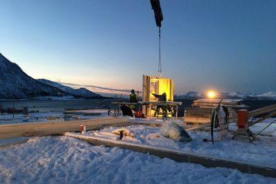 Arbeid med å bygge bolig for Joakim Antonsen & Lisa Hansen i snø